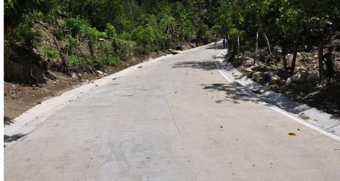 EGEHID construye carretera Ventana IV y otras obras en comunidad de Cambita, en San Cristóbal