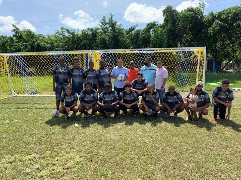 Donaciones al equipo de fútbol